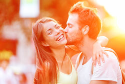 5000 Loans happy couple
